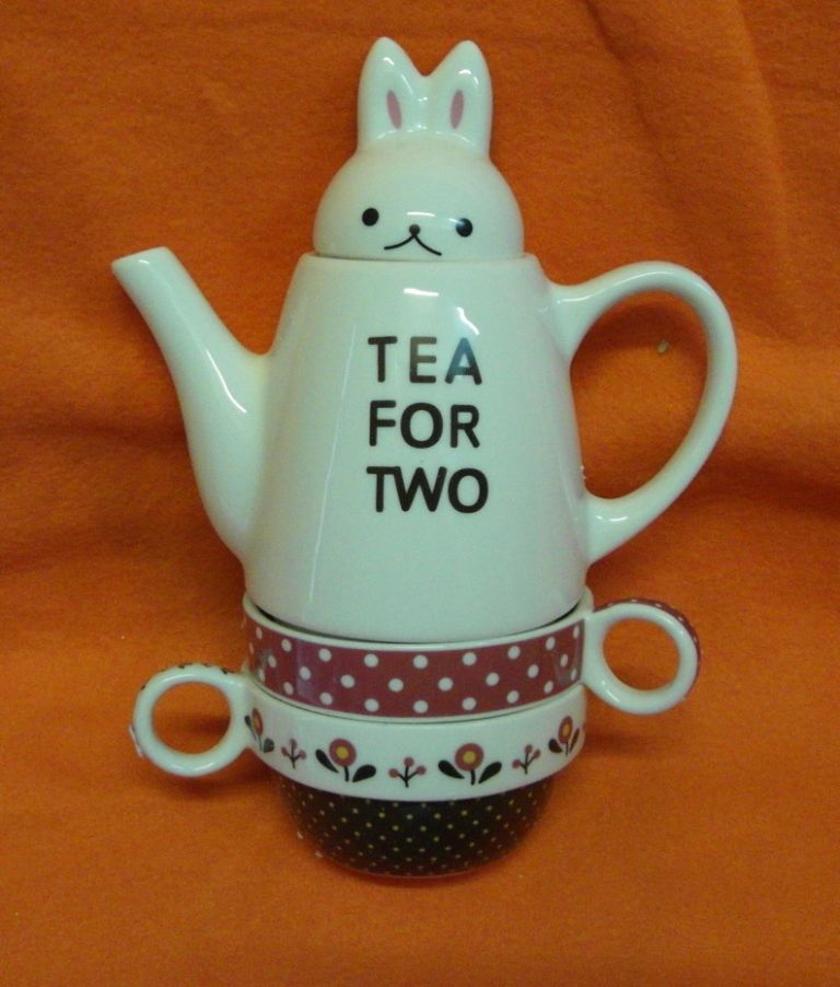 Чайник с чашками